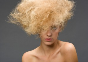 Beat The Heat! How To Fight Frizz This Summer.