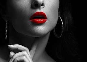 Melissa Loses It - How to wear BOLD lippy!