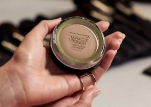 The Beauty Crew tries...the Max Factor Miracle Collection -