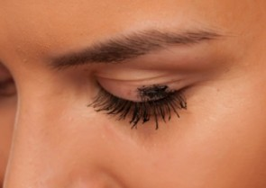 Seven Easy Ways To Stop Mascara Smudges!